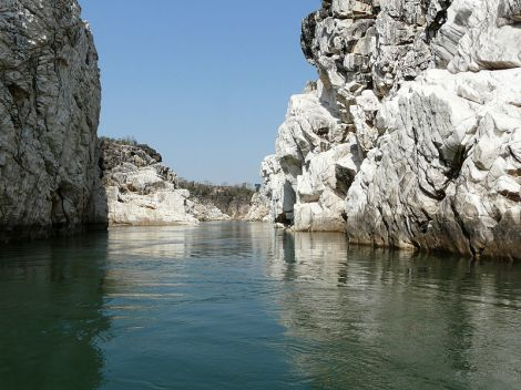 A_view_of_Marble_Rocks,_Jabalpur_Madhya_Pradesh_India