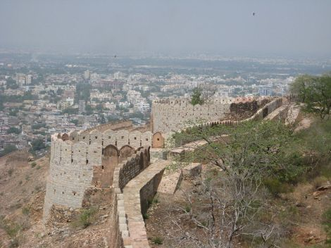 800px-Check_Posts_at_Nahargarh_Fort