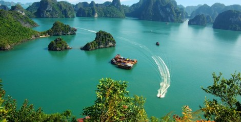 halong-bay-son-doong-cave-named-beautiful-places1